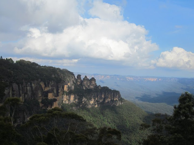 Góry błękitne i 30 metrów w dół wodospadu